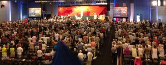 Tusentals deltagare på Oasmötet.